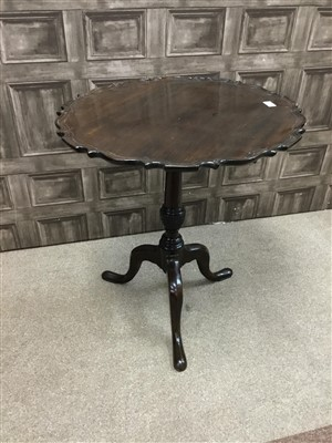 Lot 821-A MAHOGANY CIRCULAR TIP-UP TEA TABLE
