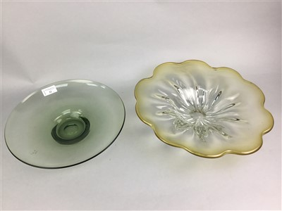 Lot 22-A LOT OF CONTEMPORARY GLASS BOWLS, A PAPERWEIGHT AND A TAZZA