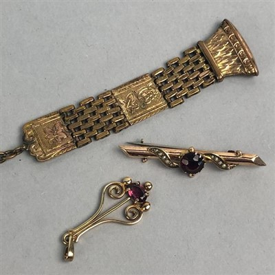 Lot 14-A NINE CARAT GOLD BAR BROOCH, PENDANT AND PLATED FOB
