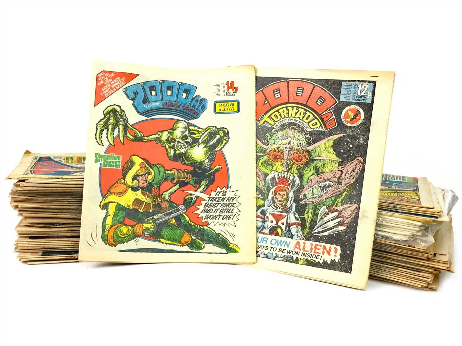 Lot 830-A LARGE LOT OF COMIC BOOKS INCLUDING 2000 AD, TORNADO AND STAR