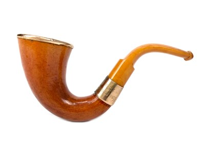 Lot 809-AN EDWARDIAN GOLD MOUNTED MEERSCHAUM AND AMBER PIPE