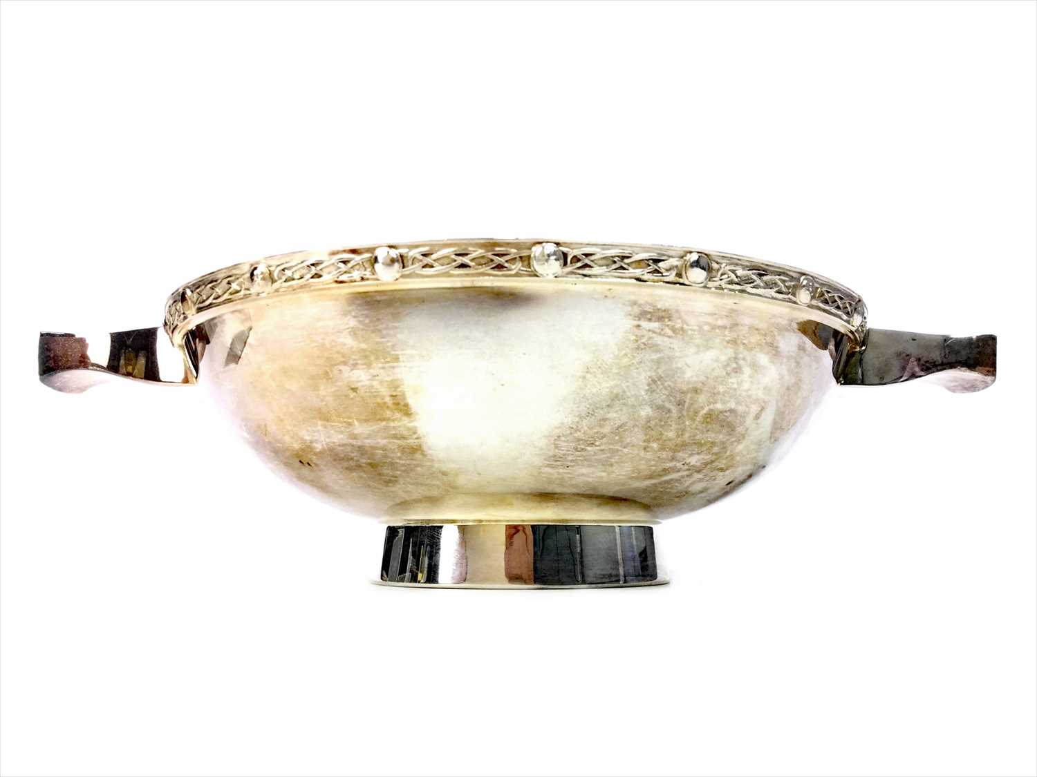 Lot 805-A CONTEMPORARY SILVER QUAICH