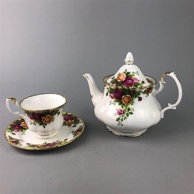 Lot 4-A ROYAL ALBERT OLD COUNTRY ROSES DINNER, TEA AND COFFEE SERVICE