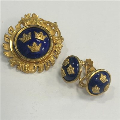 Lot 34-A YELLOW METAL AND BLUE ENAMEL BROOCH AND EARRINGS BY SPORRONG & CO