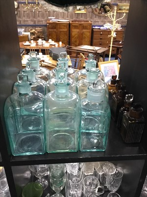 Lot 29-A LARGE LOT OF EARLY 20TH CENTURY GLASS APOTHECARY BOTTLES