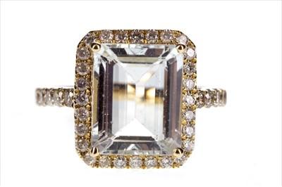 Lot 254-AN AQUAMARINE AND DIAMOND RING