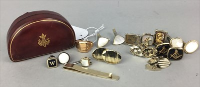 Lot 1-A GENTLEMAN'S RING AND A COLLECTION OF CUFFLINKS