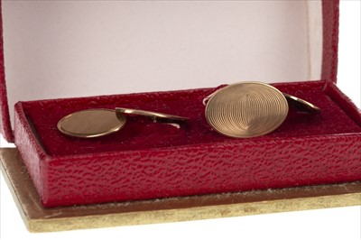 Lot 286-A PAIR OF GOLD CUFFLINKS