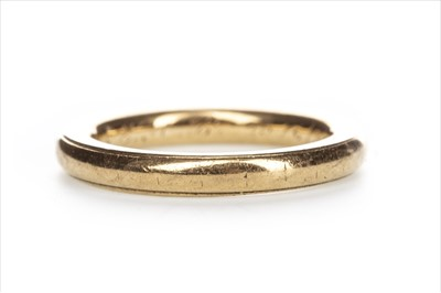 Lot 1307-AN EIGHTEEN CARAT GOLD WEDDING BAND