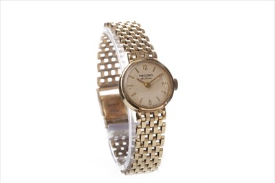 Lot 820-A LADY'S RECORD DE LUXE GOLD WATCH