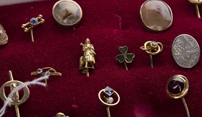 Lot 1320-A LOT OF GEM SET AND OTHER PINS