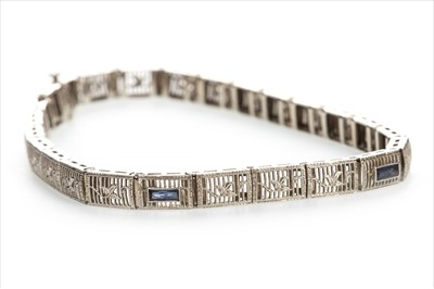 Lot 1318-AN ART DECO BLUE GEM SET BRACELET