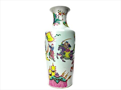 Lot 999-A 20TH CENTURY FAMILLE ROSE VASE