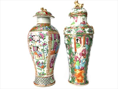 Lot 990-AN EARLY 20TH CENTURY CHINESE FAMILLE ROSE LIDDED JAR