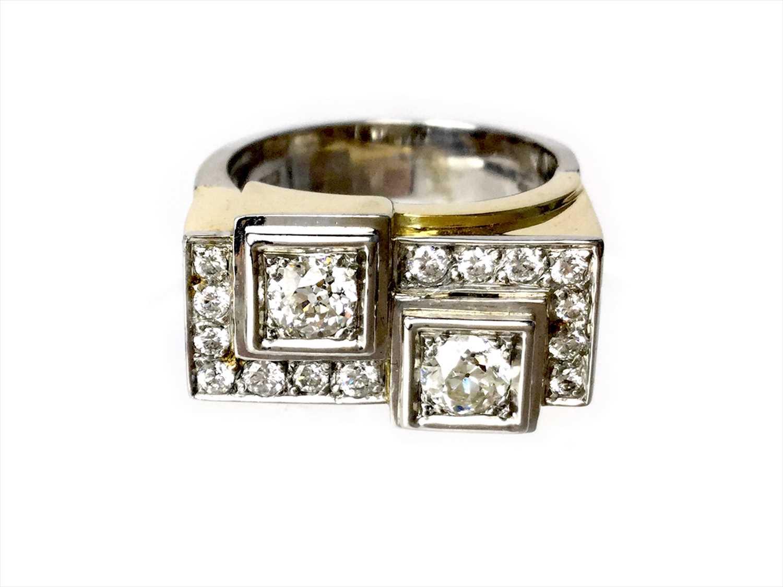Lot 316-A BICOLOUR DIAMOND RING