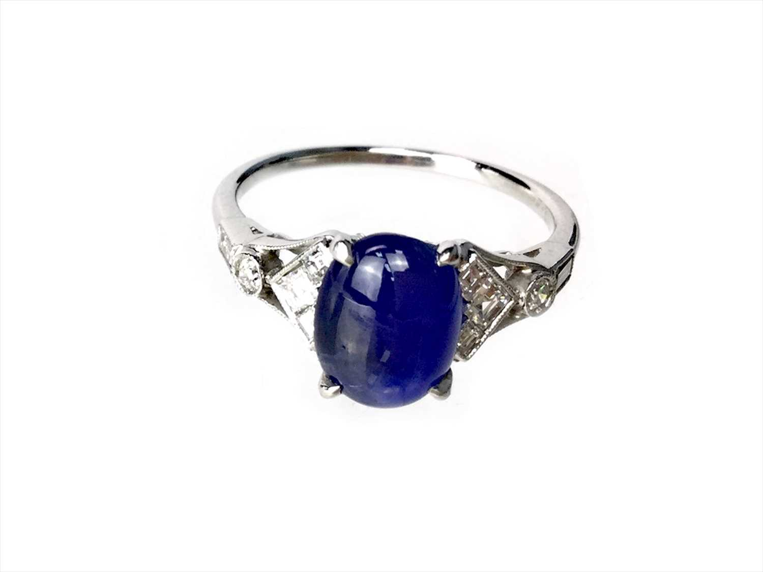 Lot 317-A SAPPHIRE AND DIAMOND RING