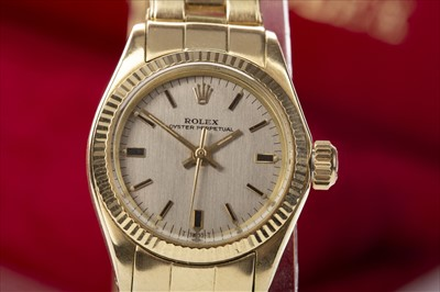 Lot 856 - A LADY'S ROLEX OYSTER PERPETUAL EIGHTEEN CARAT GOLD AUTOMATIC WRIST WATCH GOLD WATCH