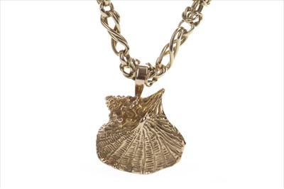 Lot 327-A GOLD CHAIN WITH SEASHELL PENDANT