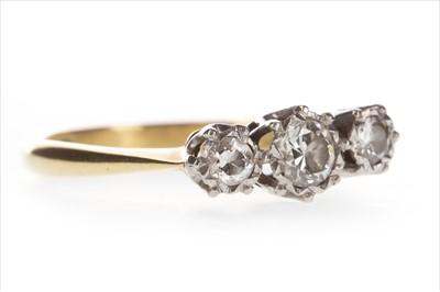 Lot 344 - A DIAMOND THREE STONE RING