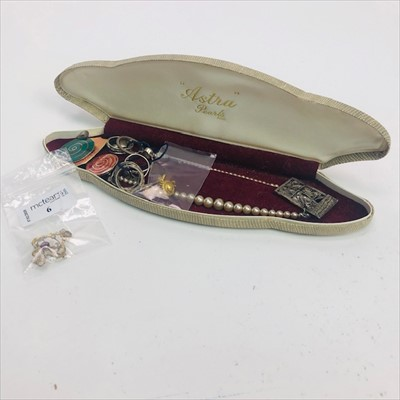Lot 6-AN ART NOUVEAU PENDANT AND OTHER JEWELLERY
