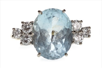 Lot 813-AN AQUAMARINE AND DIAMOND RING