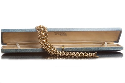 Lot 824-A GOLD BRACELET WITH SPHERES