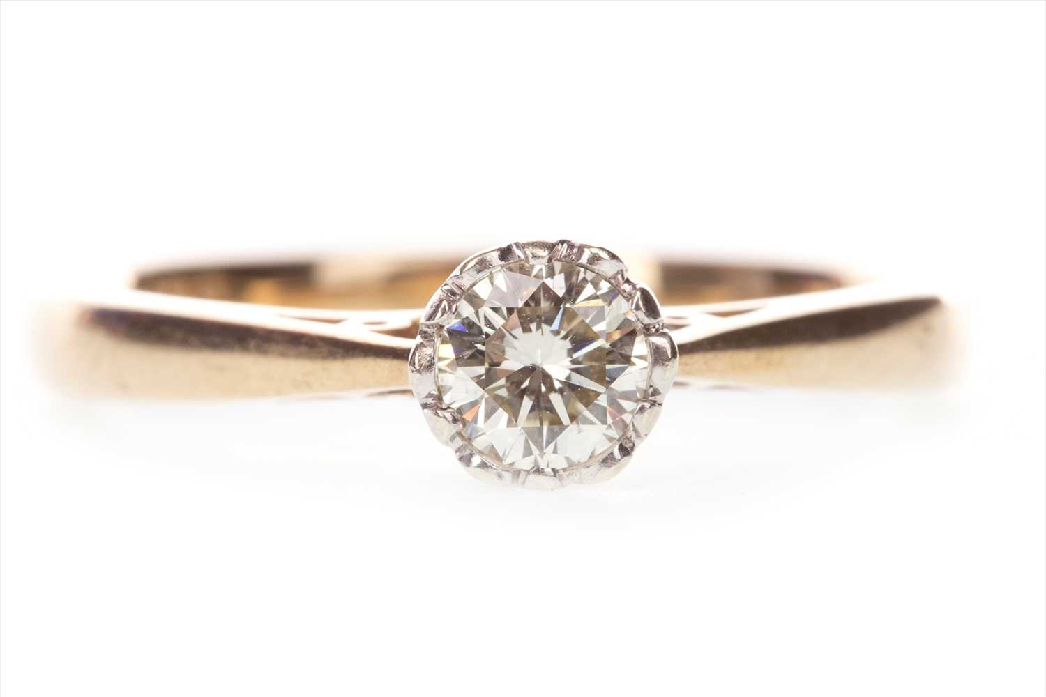 Lot 843-A DIAMOND SOLITAIRE RING
