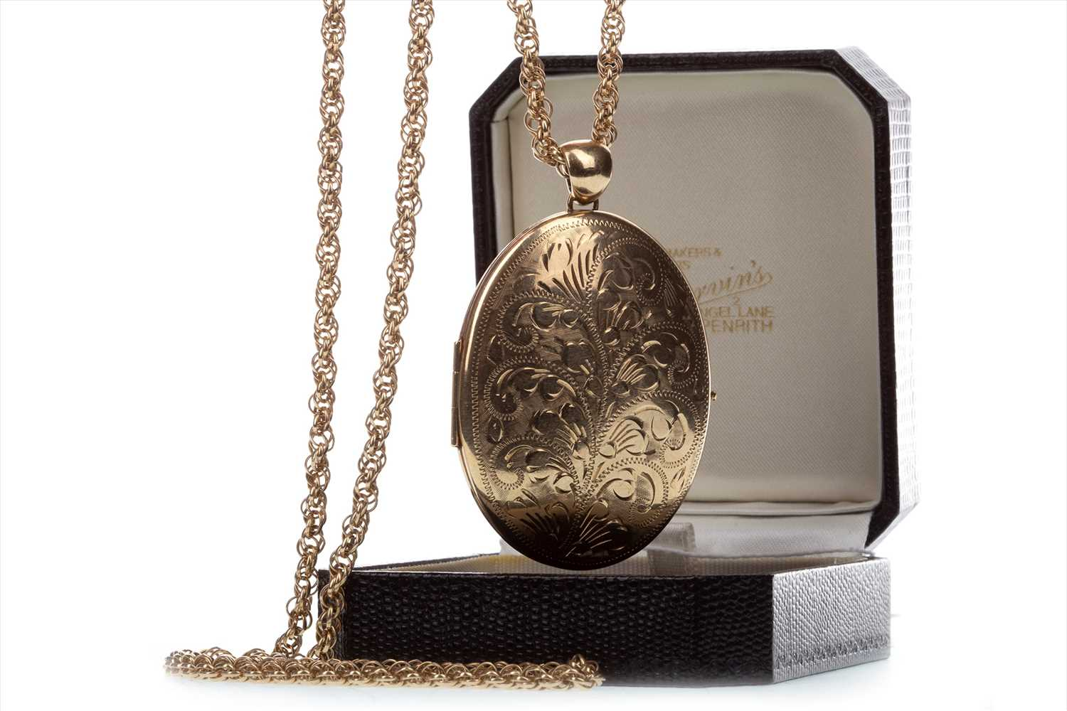 Lot 850-A LARGE GOLD LOCKET