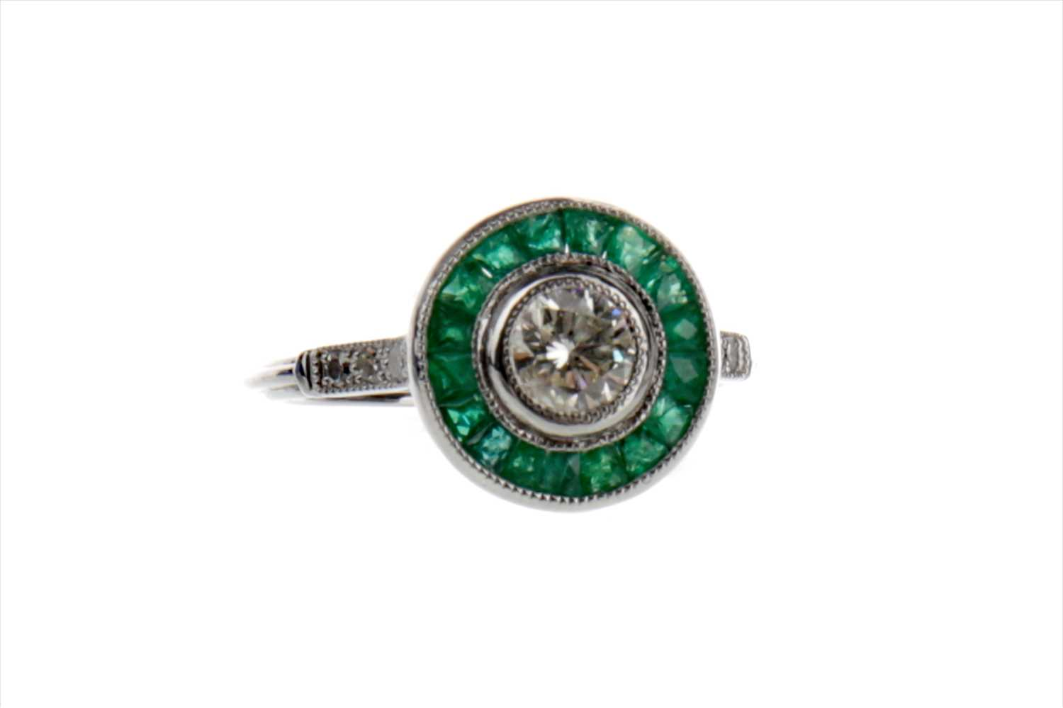 Lot 886-AN EMERALD AND DIAMOND TARGET RING