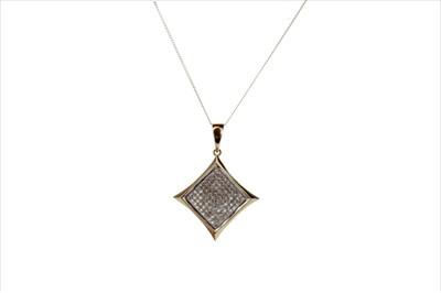 Lot 931-A DIAMOND SET PENDANT