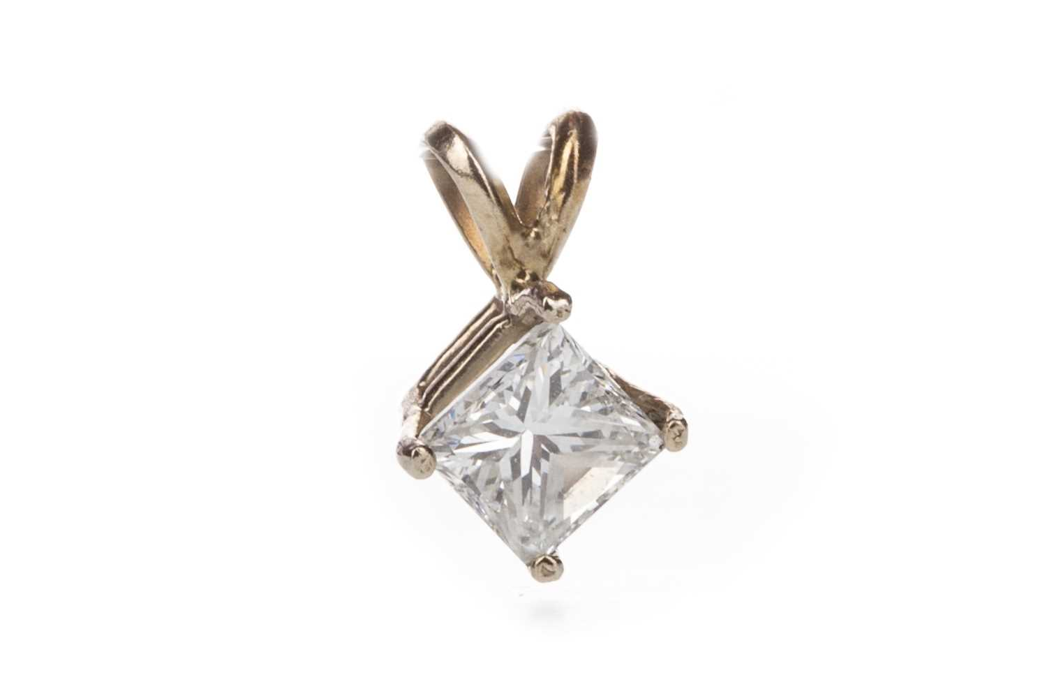 Lot 312-A DIAMOND SINGLE STONE PENDANT