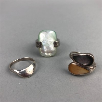 Lot 20-A LOT OF SILVER RINGS