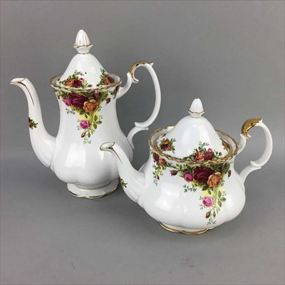 Lot 1-A ROYAL ALBERT OLD COUNTRY ROSES DINNER AND TEA SERVICE