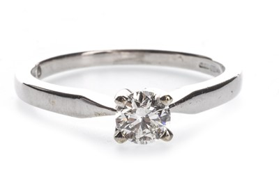 Lot 1326-A DIAMOND SOLITAIRE RING