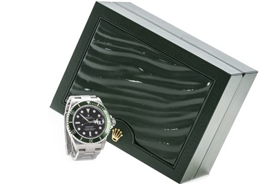 Lot 836 - A GENTLEMAN'S ROLEX OYSTER PERPETUAL DATE SUBMARINER 'KERMIT' WRIST WATCH