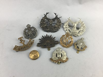 Lot 5-A LOT OF TWO CAP BADGES AND TWO GORDON HIGHLANDERS BYDAND CAP BADGES