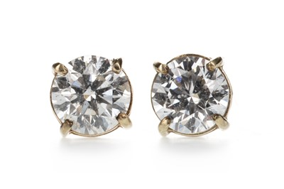 Lot 302 - A PAIR OF DIAMOND STUD EARRINGS
