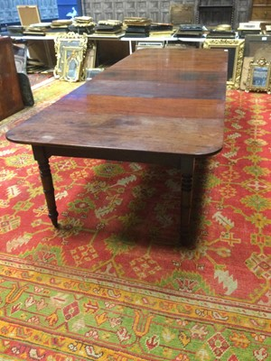 Lot 1218 - A REGENCY MAHOGANY EXTENDING DINING TABLE AND  A TABLE LEAF HOLDER