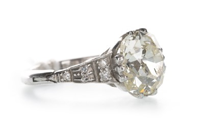 Lot 304-A DIAMOND SOLITAIRE RING