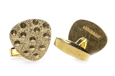 Lot 306 - A PAIR OF 1960'S GOLD CUFFLINKS