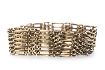 Lot 307 - A GOLD GATELINK BRACELET