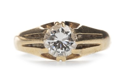 Lot 315 - A GENTLEMAN'S DIAMOND SET RING