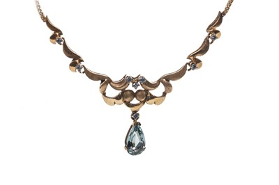 Lot 325 - A BLUE GEM SET NECKLET
