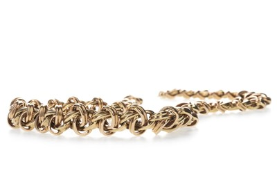 Lot 335 - A GOLD NECKLACE