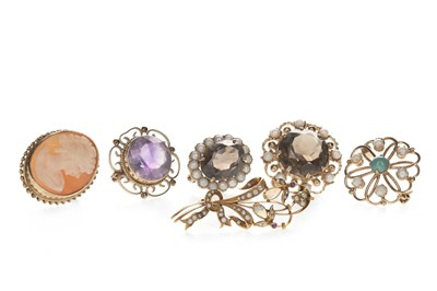 Lot 348 - SIX BROOCHES