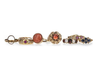 Lot 367 - TEN DRESS RINGS