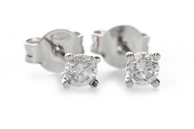 Lot 372 - A PAIR OF DIAMOND STUD EARRINGS