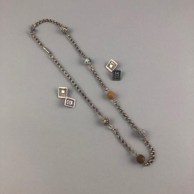 Lot 25-A SILVER AND AGATE NECKLACE AND A PAIR OF SILVER 'VIKING' CUFFLINKS