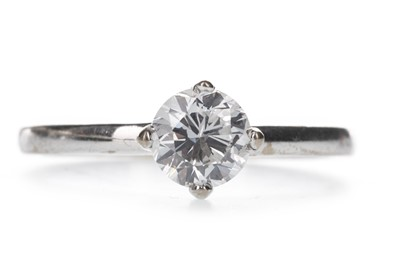Lot 418 - A DIAMOND SOLITAIRE RING