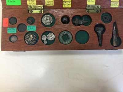 Lot 161 - A COLLECTION OF ANCIENT ROMAN AND GREEK COINS